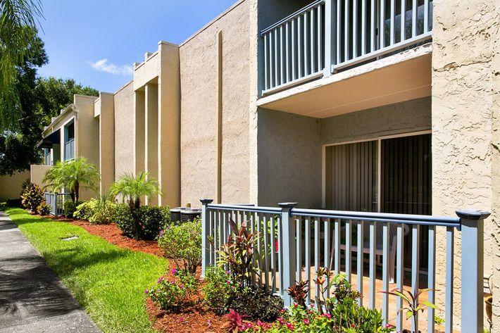 seastone-luxury-apartments-tampa-fl-building-photo (4).jpg