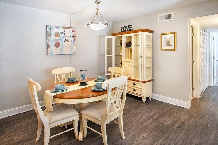 seastone-luxury-apartments-tampa-fl-the-amante---2bd2ba---1100-sqft---dining (2).jpg