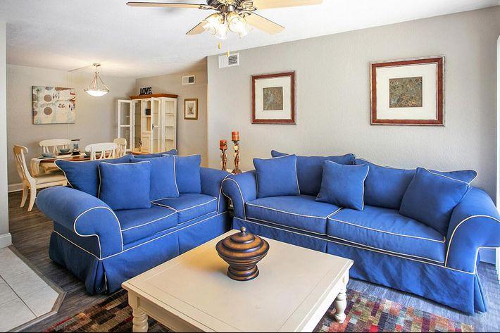 seastone-luxury-apartments-tampa-fl-the-amante---2bd2ba---1100-sqft---living (1).jpg