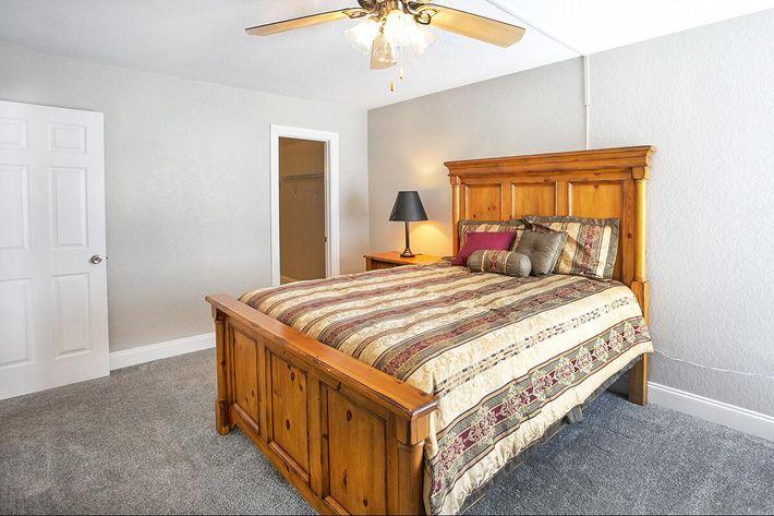 seastone-luxury-apartments-tampa-fl-the-amante---2bd2ba---1100-sqft---master (6).jpg