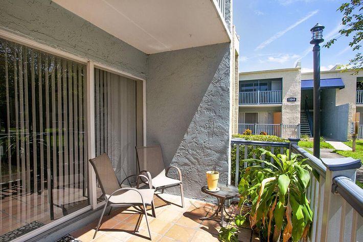 seastone-luxury-apartments-tampa-fl-the-amante---2bd2ba---1100-sqft---patio.jpg