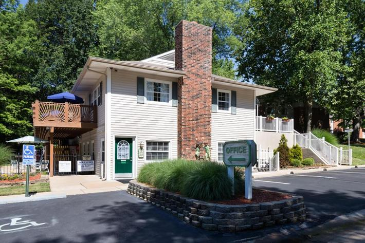 Park Forest Apartments and Townhomes in St. Louis, MO - Exterior 03.jpg
