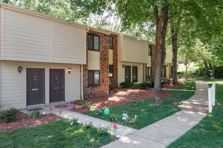 Park Forest Apartments and Townhomes in St. Louis, MO - Exterior 10.jpg