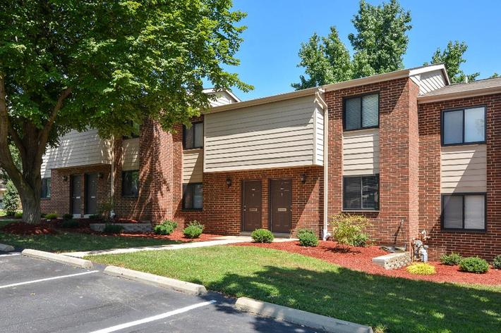 Park Forest Apartments in Affton, MO - Exterior 08.jpg