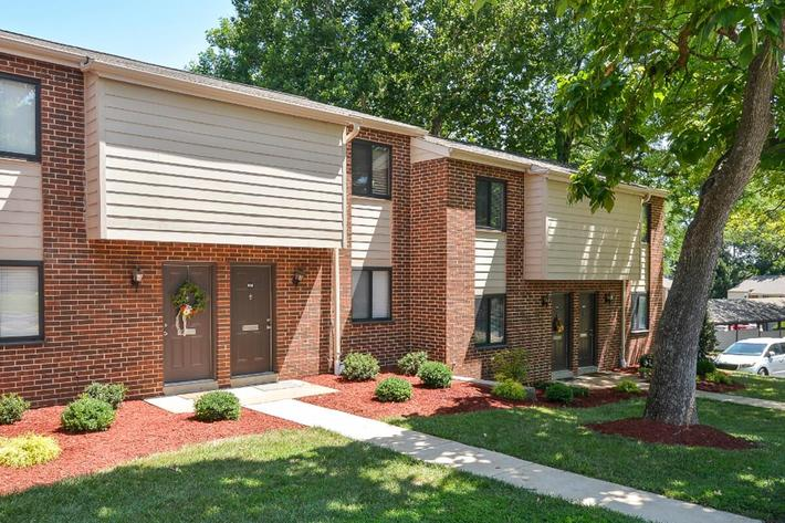 Park Forest Apartments in Affton, MO - Exterior 09.jpg