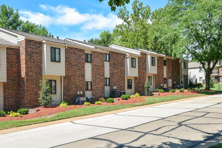 Park Forest Apartments in Affton, MO - Exterior 10.jpg