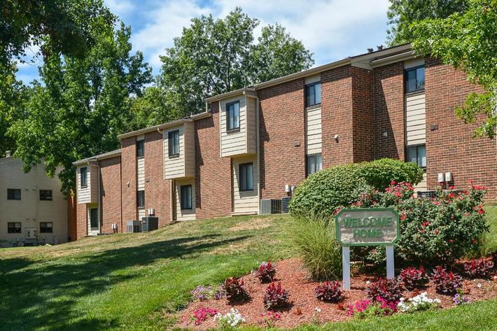 Park Forest Apartments in Affton, MO - Exterior 11.jpg
