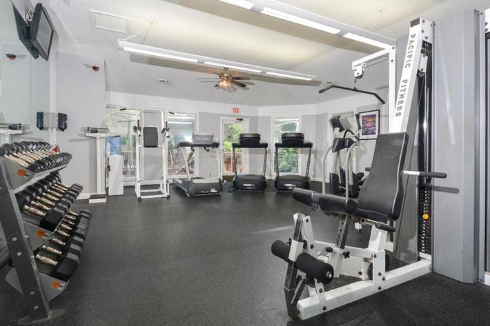 Park Forest Apartments in Affton, MO - Fitness Center 02.jpg