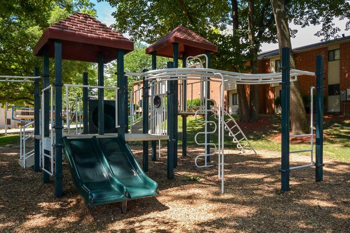 Park Forest Apartments in Affton, MO - Playground 04.jpg