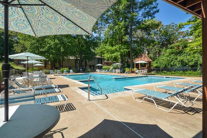 Park Forest Apartments in Affton, MO - Swimming Pool 05.jpg