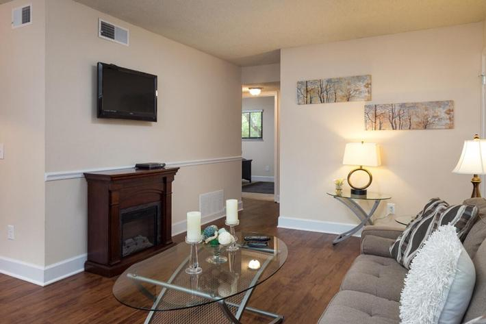 Park Forest Apartments and Townhomes in St. Louis, MO - Interior 01.jpg