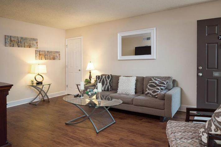 Park Forest Apartments and Townhomes in St. Louis, MO - Interior 02.jpg