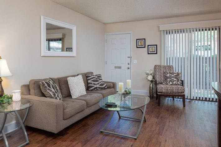 Park Forest Apartments and Townhomes in St. Louis, MO - Interior 03.jpg