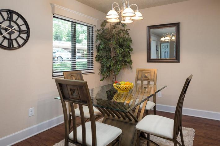 Park Forest Apartments and Townhomes in St. Louis, MO - Interior 04.jpg