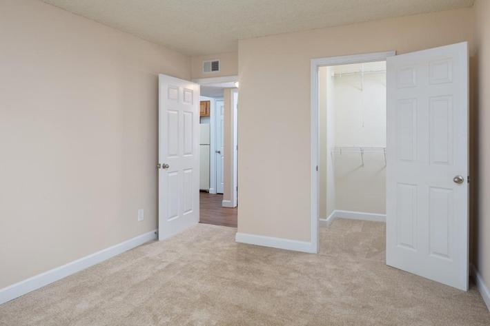 Park Forest Apartments and Townhomes in St. Louis, MO - Interior 18.jpg
