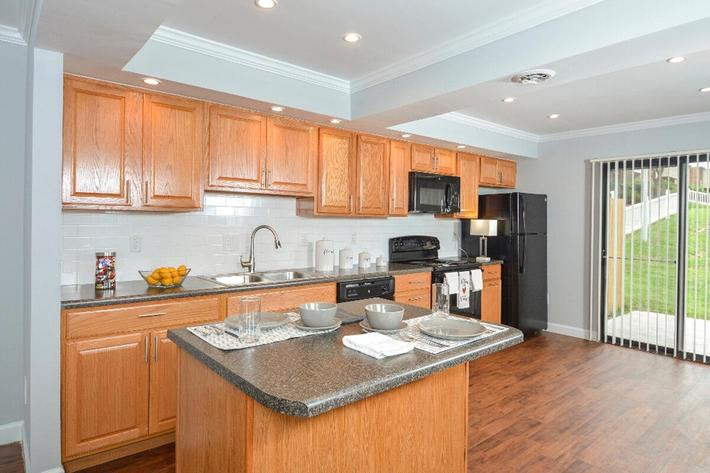 Park Forest Apartments in Affton, MO - Interior 05.jpg