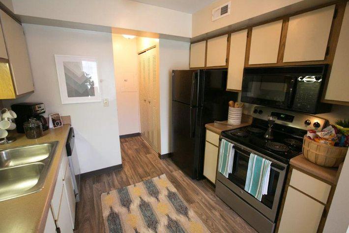 WestchesterTownhomes Westlake, Oh kitchen 1.jpg