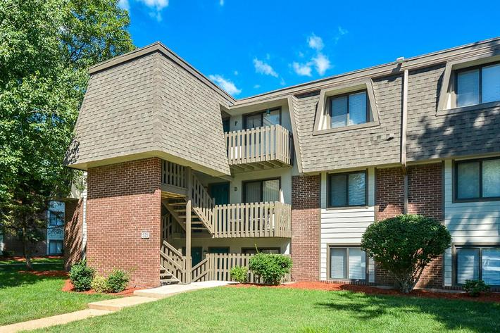 Kensington West Apartments in Ballwin, MO - Exterior 15.jpg