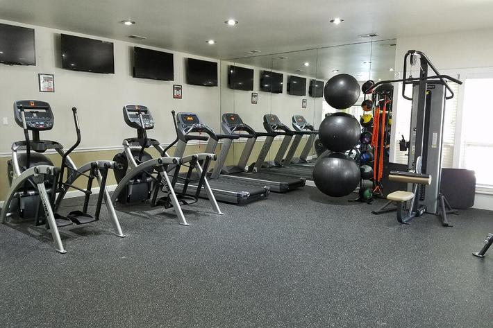 Kensington West Apartments in Ballwin, MO - Fitness Center 01.jpg