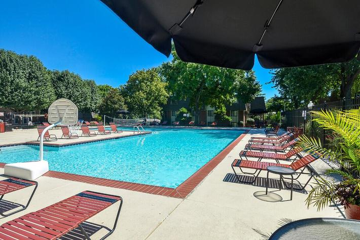 Kensington West Apartments in Ballwin, MO - Swimming Pool 05.jpg