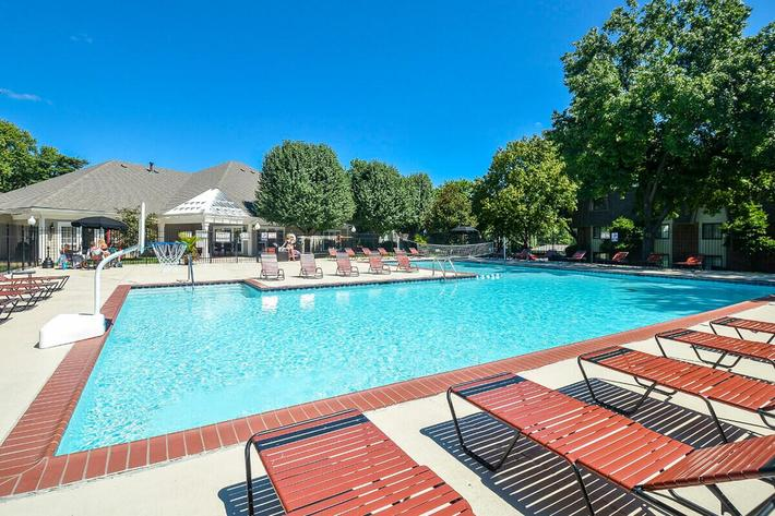 Kensington West Apartments in Ballwin, MO - Swimming Pool 06.jpg