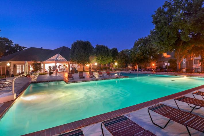 Kensington West Apartments in Ballwin, MO - Swimming Pool 11.jpg