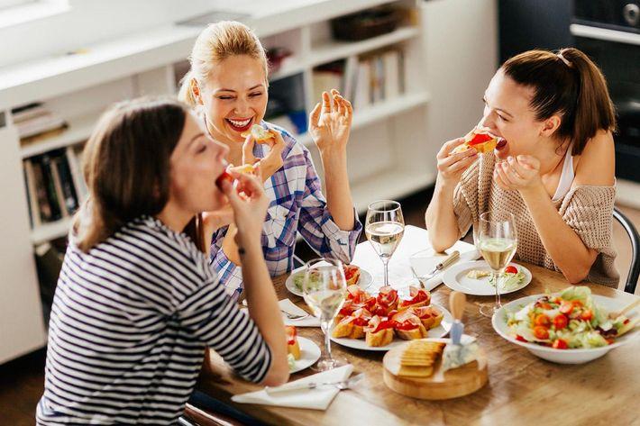 interior-dining-girlfriends.jpg