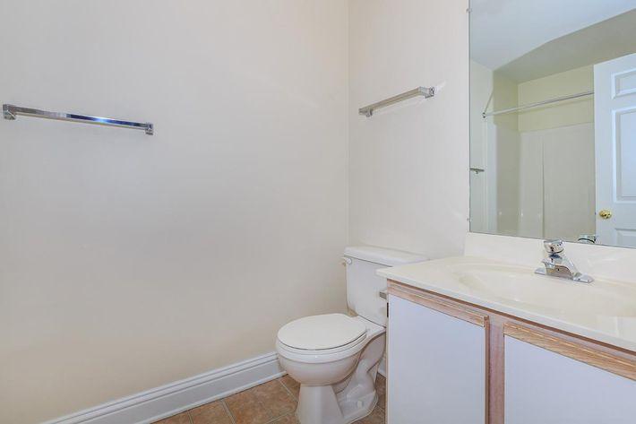 04d Bathroom.jpg
