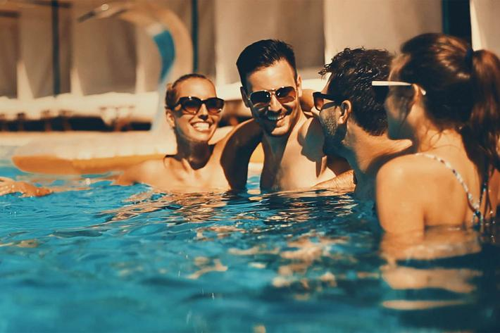 Group in Pool-iStock_93787407.jpg