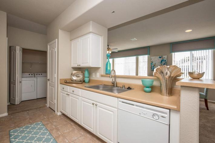 OPEN AIRED KITCHEN IN APARTMENT HOMES IN LAS VEGAS