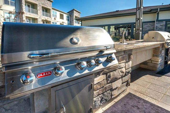 Outdoor Grilling & Lounge....JPG
