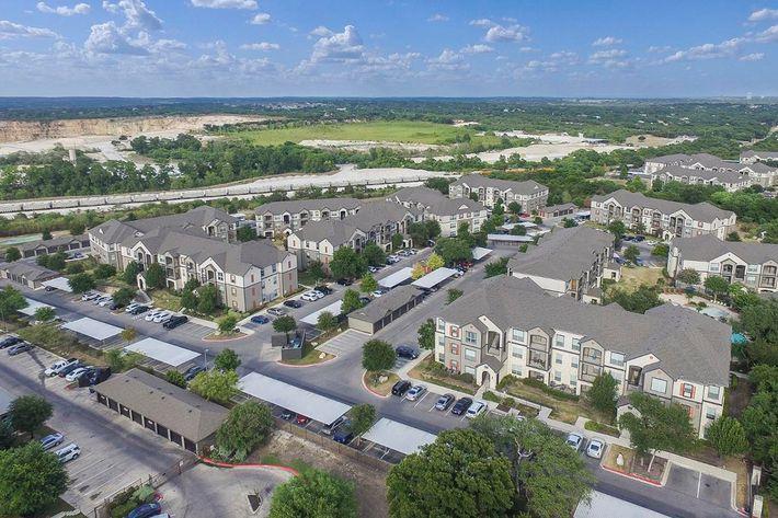 Boulder Creek Apartments in San Antonio, TX - Exterior 01.jpg