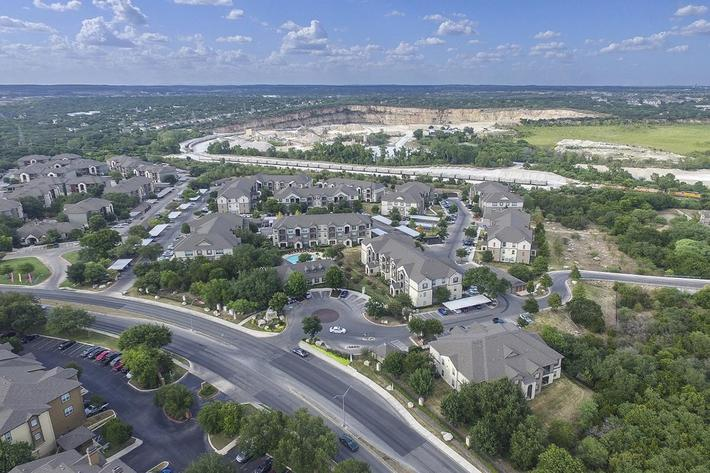 Boulder Creek Apartments in San Antonio, TX - Exterior 02.jpg