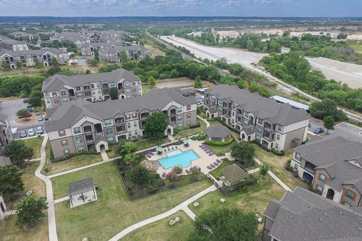 Boulder Creek Apartments in San Antonio, TX - Exterior 03.jpg