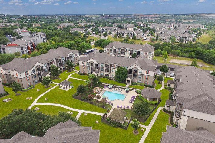Boulder Creek Apartments in San Antonio, TX - Exterior 04.jpg