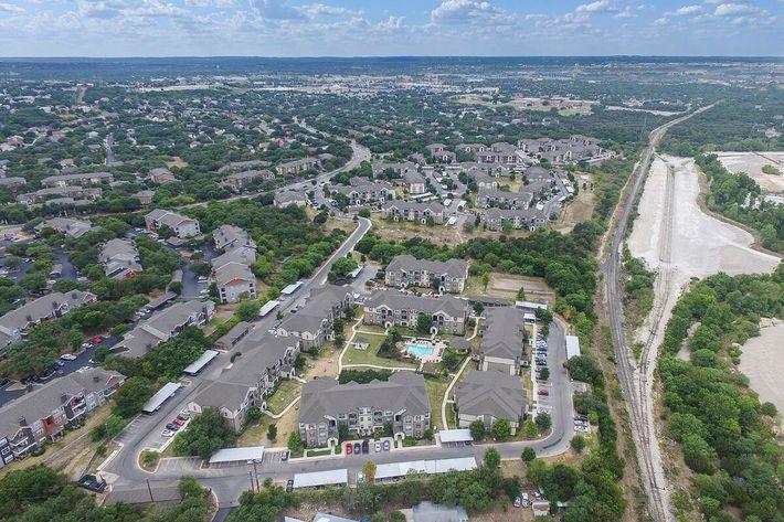 Boulder Creek Apartments in San Antonio, TX - Exterior 06.jpg
