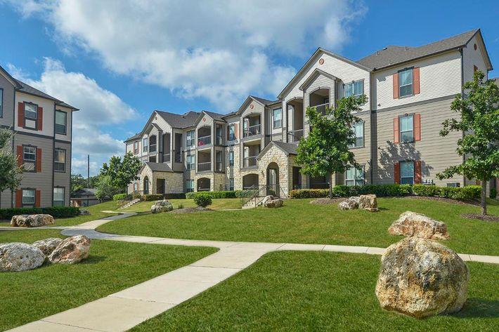 Boulder Creek Apartments in San Antonio, TX - Exterior 14.jpg