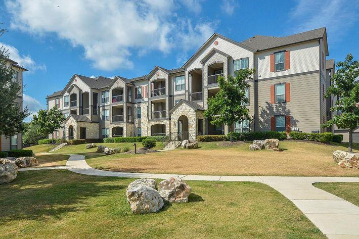 Boulder Creek Apartments in San Antonio, TX - Exterior 16.jpg