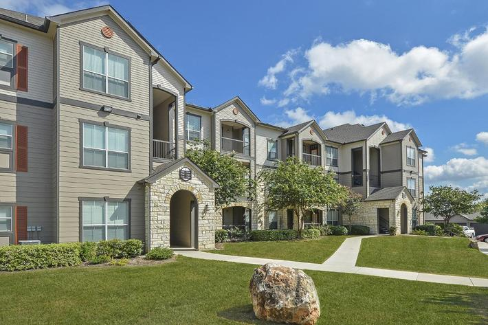 Boulder Creek Apartments in San Antonio, TX - Exterior 17.jpg