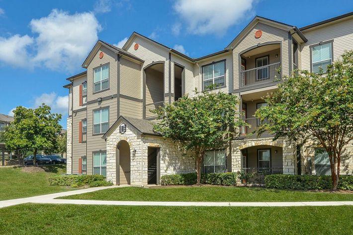 Boulder Creek Apartments in San Antonio, TX - Exterior 18.jpg