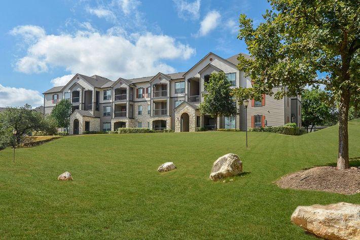 Boulder Creek Apartments in San Antonio, TX - Exterior 19.jpg