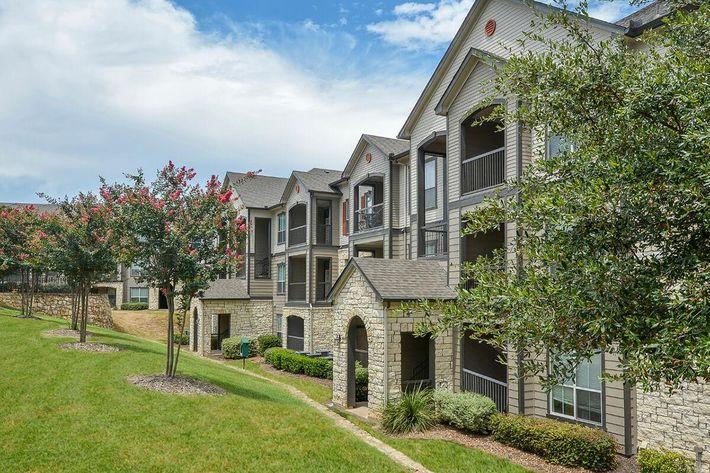 Boulder Creek Apartments in San Antonio, TX - Exterior 22.jpg