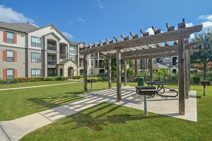 Boulder Creek Apartments in San Antonio, TX - Picnic-BBQ Area 01.jpg
