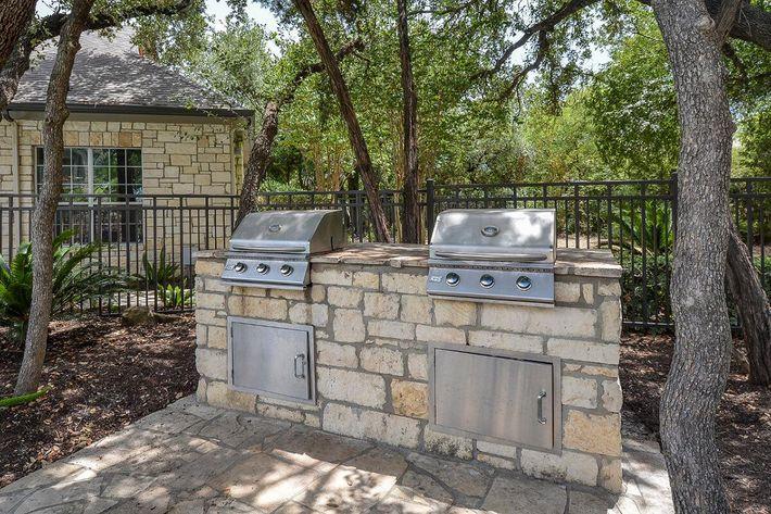 Boulder Creek Apartments in San Antonio, TX - Picnic-BBQ Area 02.jpg