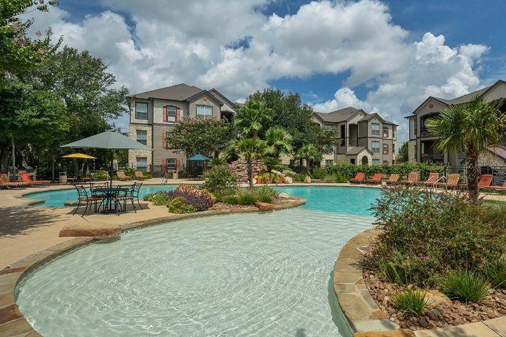 Boulder Creek Apartments in San Antonio, TX - Swimming Pool 02.jpg