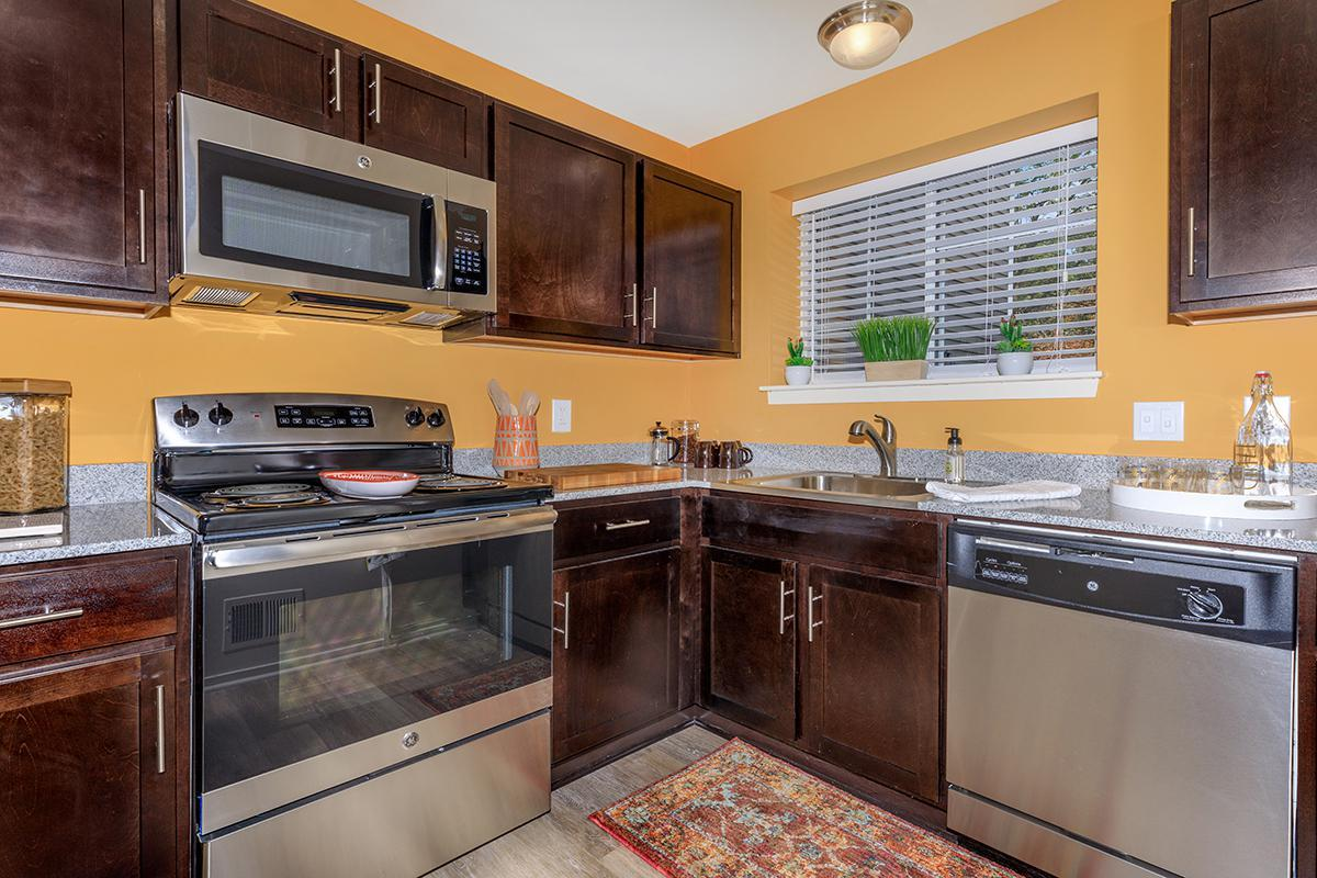 BEAUTIFUL KITCHEN IN TWO BEDROOM APARTMENT