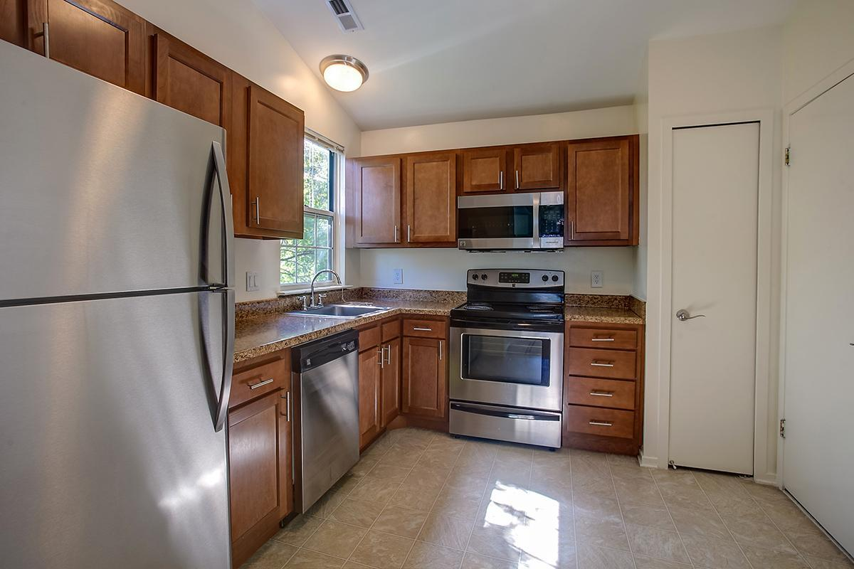 STAINLESS APPLIANCES IN KITCHEN