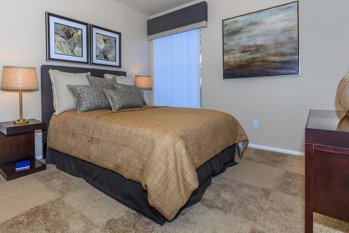 Del Mar Elegant Bedroom at The Equestrian on Eastern Apartments