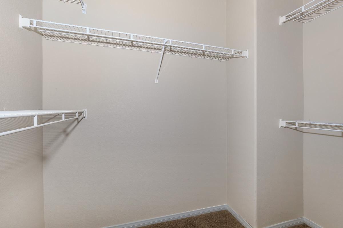 Saratoga Walk-In Closet