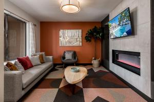 Coral Point Apts - Office - Clubhouse - Online-1.jpg